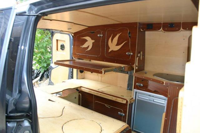 comment amenager son fourgon en camping car petites annonces. Black Bedroom Furniture Sets. Home Design Ideas