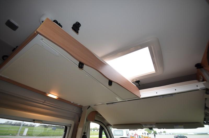 1000 ideas about amenagement fourgon on pinterest for Lit escamotable electrique plafond