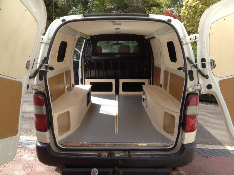 fourgon amenage toyota hiace. Black Bedroom Furniture Sets. Home Design Ideas