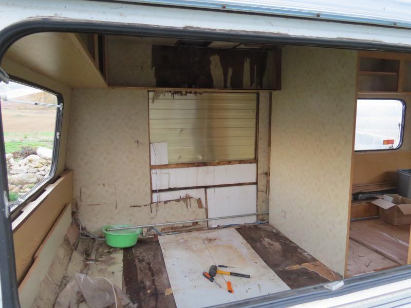 amenagement petite caravane decoration amenagement meuble evier combi vw caravane pliante. Black Bedroom Furniture Sets. Home Design Ideas