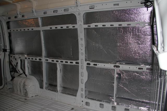 isolation camion. Black Bedroom Furniture Sets. Home Design Ideas