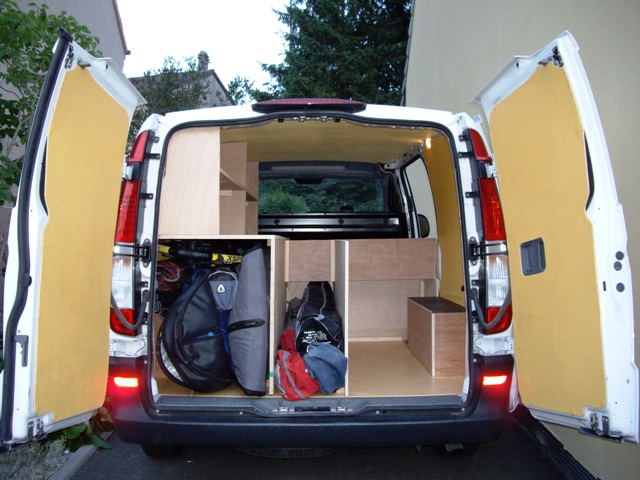 fourgon amenage windsurf. Black Bedroom Furniture Sets. Home Design Ideas