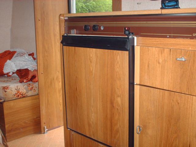 voir le sujet besoin d 39 avis sur ce frigo. Black Bedroom Furniture Sets. Home Design Ideas