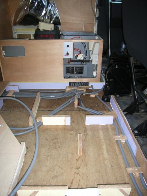 voir le sujet confection du squelette sous plancher. Black Bedroom Furniture Sets. Home Design Ideas