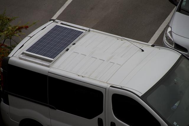 voir le sujet passage du cable panneau solaire sur trafic r cent. Black Bedroom Furniture Sets. Home Design Ideas