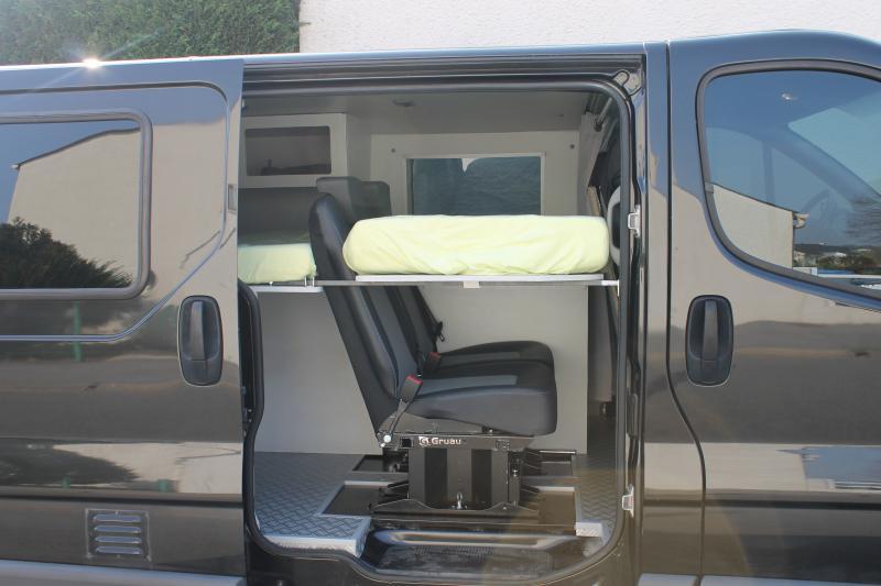 Trafic couchette 3 me lit avec banquette 2 me rang camping car pinterest - Banquette lit double ...