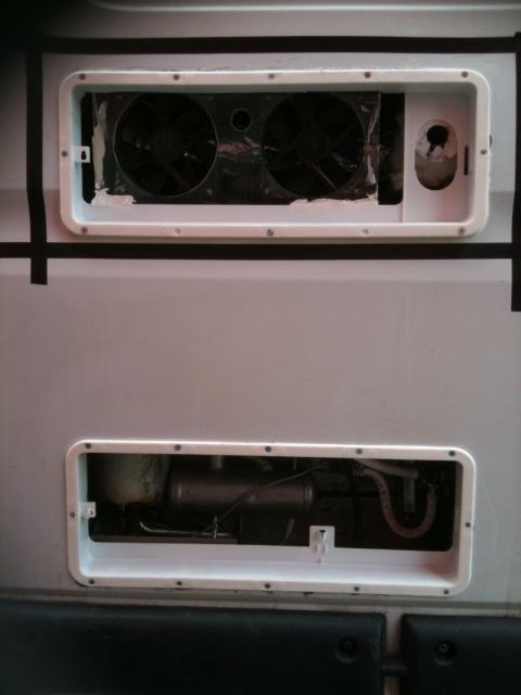 voir le sujet pose d 39 un frigo trimixte o et comment. Black Bedroom Furniture Sets. Home Design Ideas